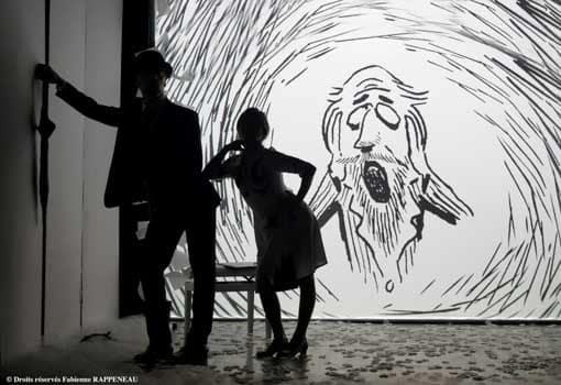 Très belle mise en scène pour le spectacle Erik Satie au Théâtre de la Contrescarpe