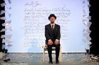 Erik Satie lit la lettre à Biquie