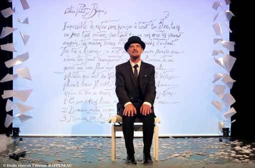 Elliot Jenicot dans le rôle d'Erik Satie au Théâtre de la Contrescarpe à Paris