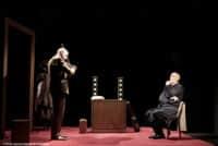 """Dinkel passe une audition devant le cher d'orchestre Miller, dans """"Fausse Note"""" au Théâtre de la Contrescarpe"""