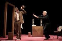"""Dans """"Fausse Note"""" au Théâtre de la Contrescarpe Pierre Deny menace de briser le Violon de Pierre Azéma"""